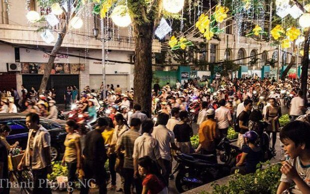 A Vietnamese street with Têt in full swing