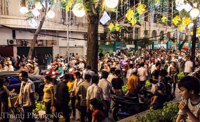 A Vietnamese street with Têt in full swing