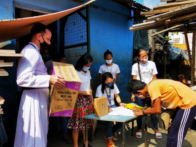 Caption: distribution of food aid in Mandalay, Burma.