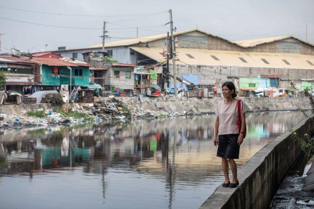 Mam'percy in Manila, walking, lake