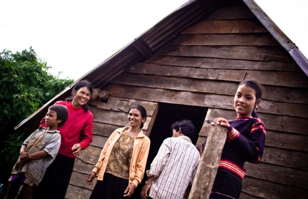picture of 5 members of the Ede tribe in vietnam