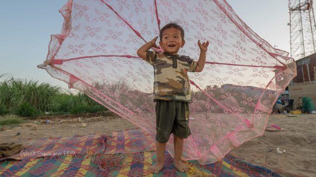 child smiling, happy, field, boy